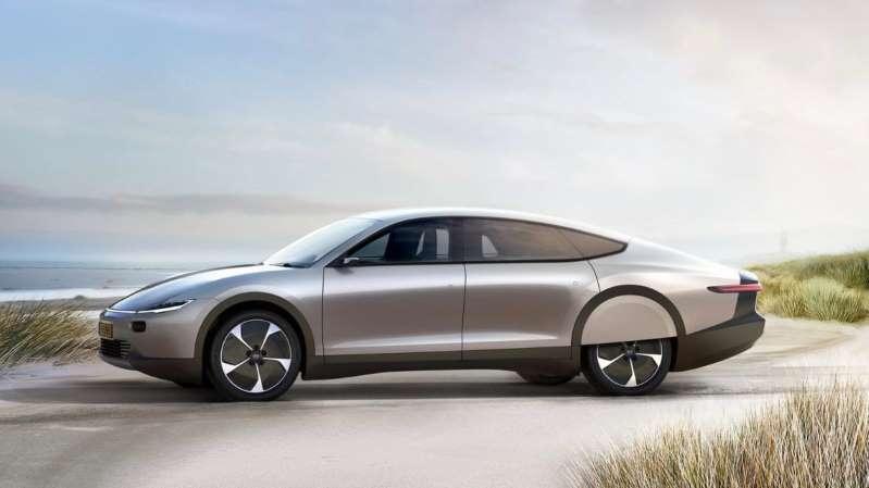一辆停在路边的汽车:太阳能汽车在澳大利亚工作吗?