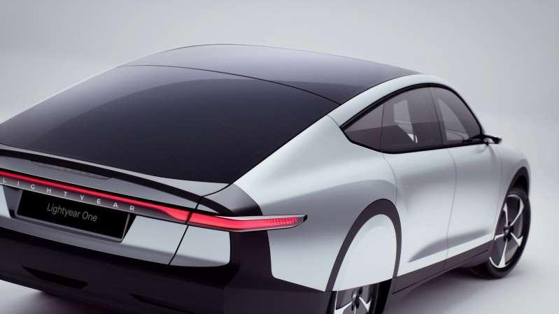 一辆停在停车场的汽车:该公司声称它是世界上第一辆远程太阳能汽车,一次充电就引用了450英里的范围。 (PA)